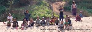Enfants d'un village au bord de la riviére Nam Ou 300 X 105
